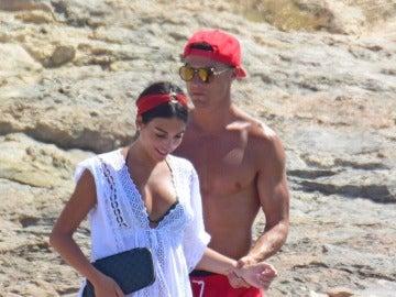 Cristiano Ronaldo, todo un caballero con su chica, Georgina Rodríguez
