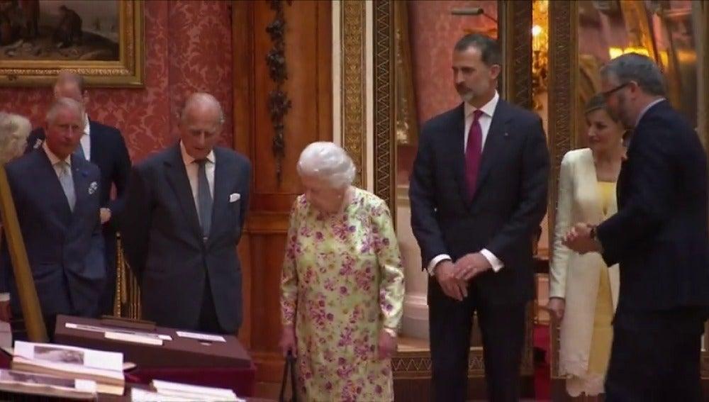 Los reyes regalan a Isabel II el Libro de Horas de Felipe II
