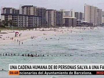 Una cadena humana de 80 personas salva de morir ahogada a una familia en Florida