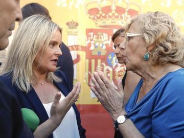 Marimar Blanco, hermana de Miguel Ángel Blanco, conversa con Manuela Carmena