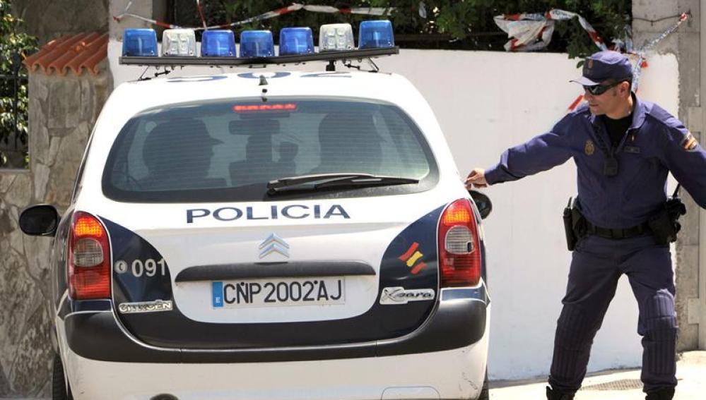 Detienen a un padre por abandonar a su hija de 16 meses en el coche