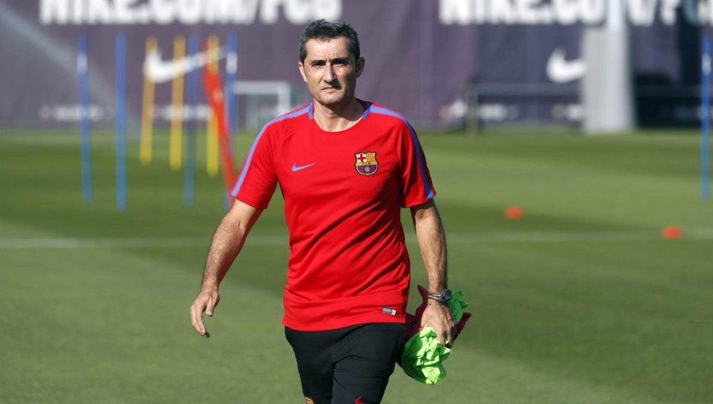 Ernesto Valverde, durante un entrenamiento del Barcelona