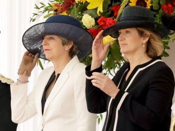"""May destaca la """"firme amistad"""" con España antes de recibir al rey Felipe VI"""