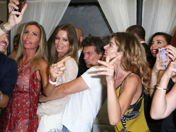 Antonio Banderas lo da todo junto a Nicole Kimpel