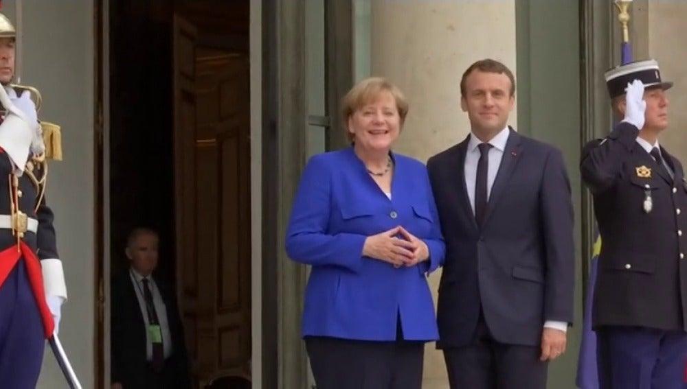 Macron recibe a Merkel para un consejo de ministros franco-alemán