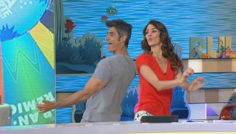 Jorge Fernández y Laura Moure se atreven con 'La Lambada' más veraniega