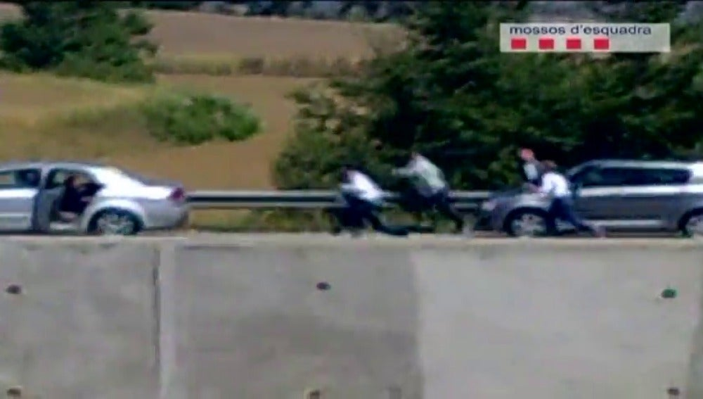 Imponen una orden de alejamiento de una autopista a los integrantes de una banda de atracadores