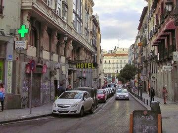 La calle Carretas de Madrid con la Puerta del Sol al fondo
