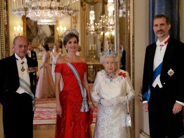 La cena de honor a los Reyes de España en el Palacio de Buckingham