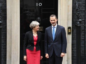 Theresa May y el Rey Felipe VI