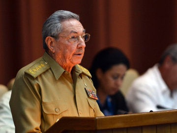 Raúl Castro, pronuncia un discurso durante la primera reunión ordinaria de la Asamblea Nacional del Poder Popular