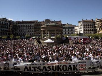 Vista de la multitudinaria concentración en apoyo de los jóvenes detenidos el 15 de octubre de 2016 por la agresión a dos guardias civiles y sus parejas en Alsasua