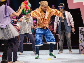 La banda de El Monaguillo y Carlos Latre gana la prueba ¿te dance queen? tras interpretar a la perfección el 'Gangnam Style' de PSY