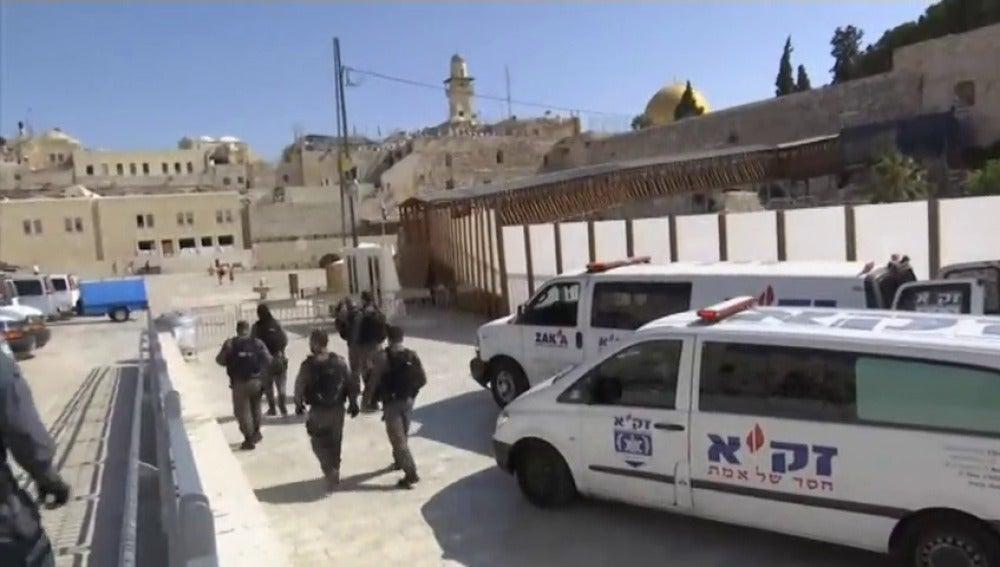 Israel cancela los rezos en la Explanada de las Mezquitas tras un tiroteo con tres heridos