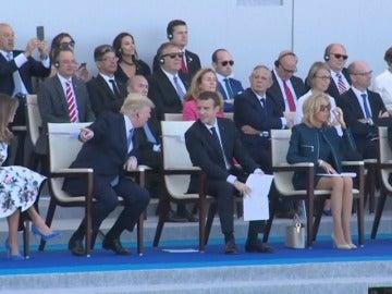 Trump asiste en su visita a París al desfile militar de la Fiesta Nacional francesa