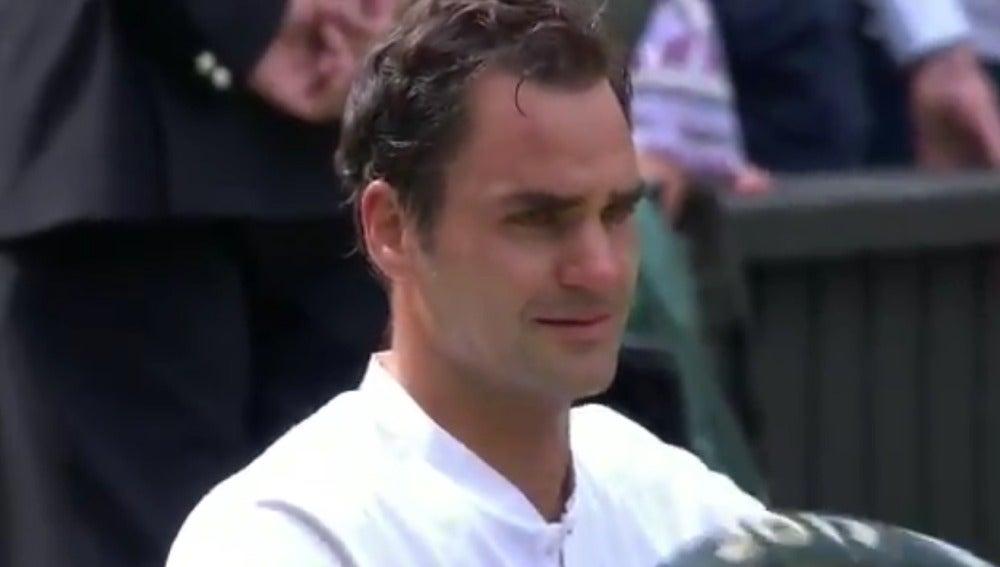 Roger Federer, entre lágrimas tras ganar Wimbledon