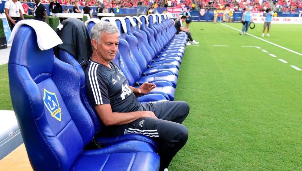 Mourinho, en el banquillo del Galaxy
