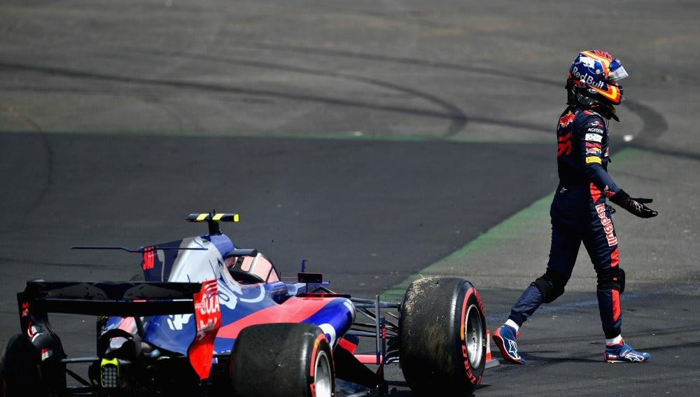Carlos Sainz, pidiendo explicaciones tras su accidente con Kvyat