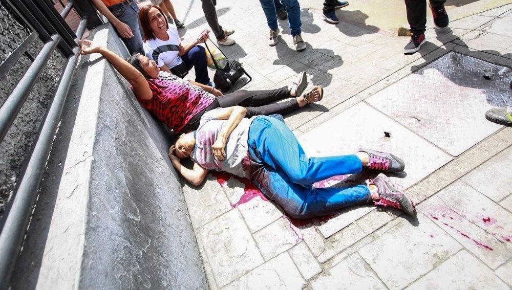 Dos heridos en enfrentamientos durante la consulta de la oposición