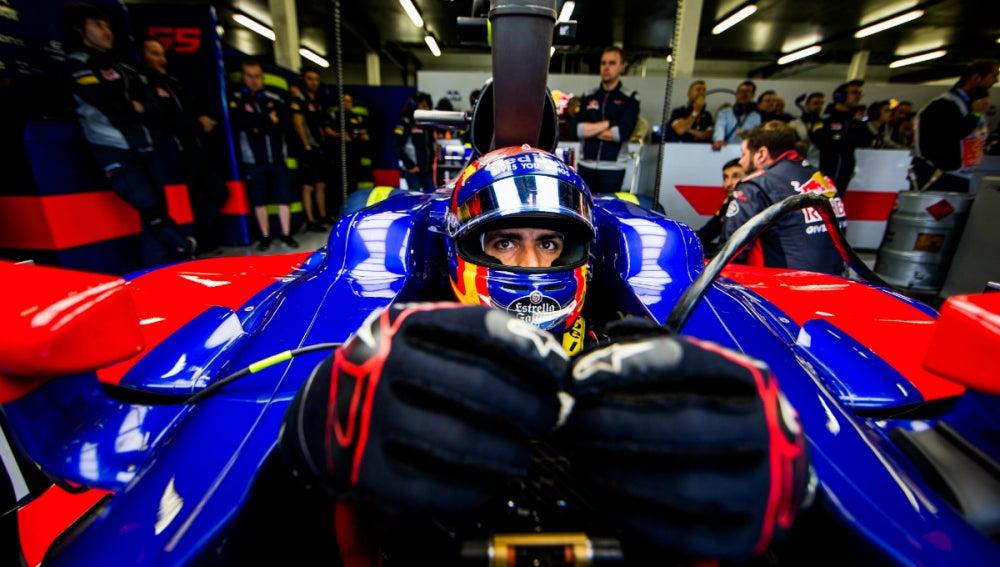 Carlos Sainz, a lomos del Toro Rosso