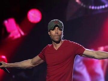 Enrique Iglesias indigna a sus fans en su concierto en Santander