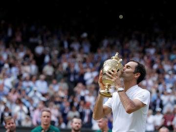 Roger Federer besa su octavo título en Wimbledon