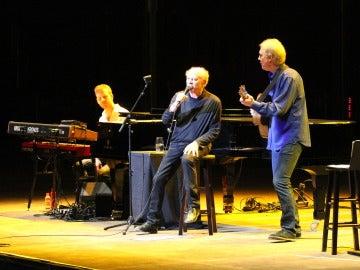 Art Garfunkel sobre el escenario del Starlite