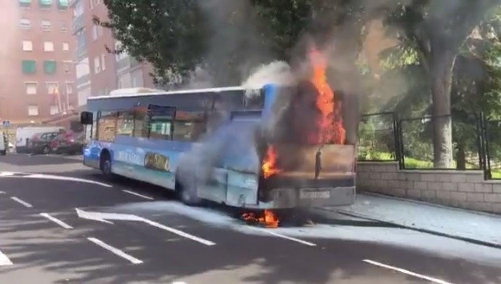 Arde un aotubús de la EMT en Madrid sin causar heridos