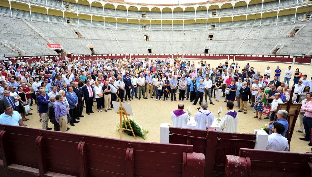 Un momento de la misa funeral en recuerdo del torero Iván Fandiño