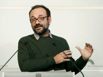 El diputado de la CUP Benet Salellas durante una rueda de prensa