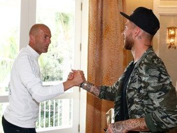 Sergio Ramos saluda a Zidane a su llegada a UCLA