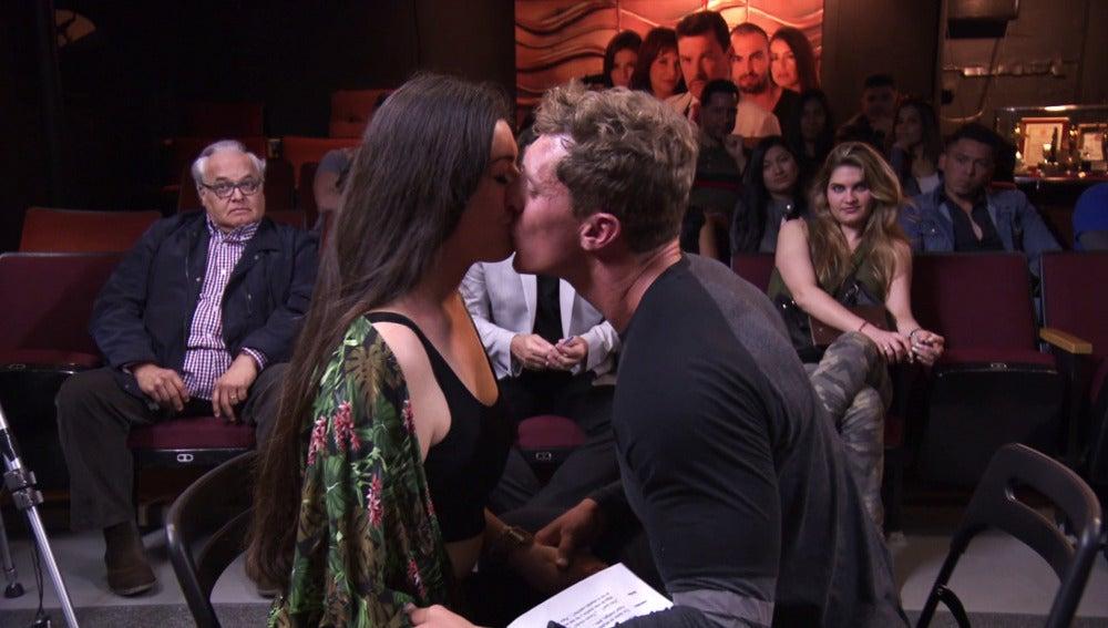 """Verónica y Raúl se meten de lleno en el papel: """"Quiero besarte sin parar"""""""