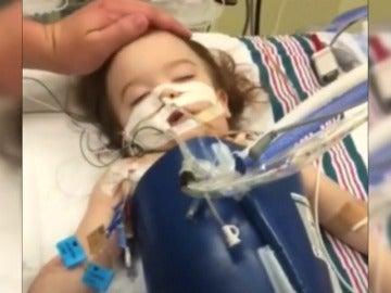 Salvan a una niña en estado vegetativo tras caerse a la piscina