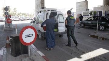 Uno de los controles de la frontera entre España y Marruecos en Melilla