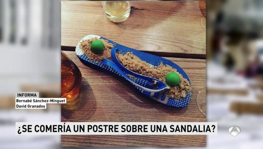 La comida emplatada en sandalias de un chef alemán