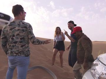 """Elena, encantada con su """"pelea de machos"""" en el desierto"""