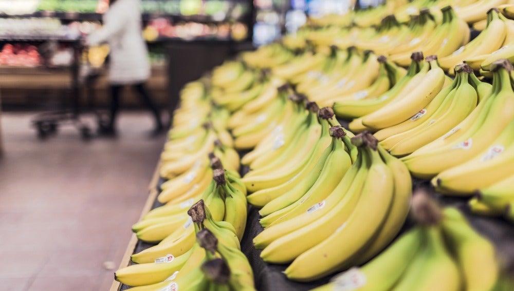 Cinco beneficios del plátano para los peques