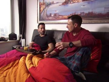 """El dulce y """"calentito"""" despertar de Rafa y Luis"""