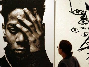 Jean-Michel Basquiat en una exhibición en Milán