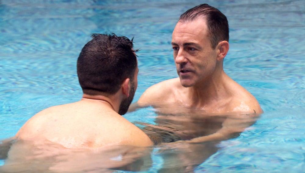"""Rafa, muy picante, lanza indirectas a Luis: """"Qué ojos más bonitos tienes mojadito"""""""