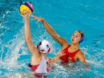 La selección femenina de waterpolo se enfrenta a Canadá