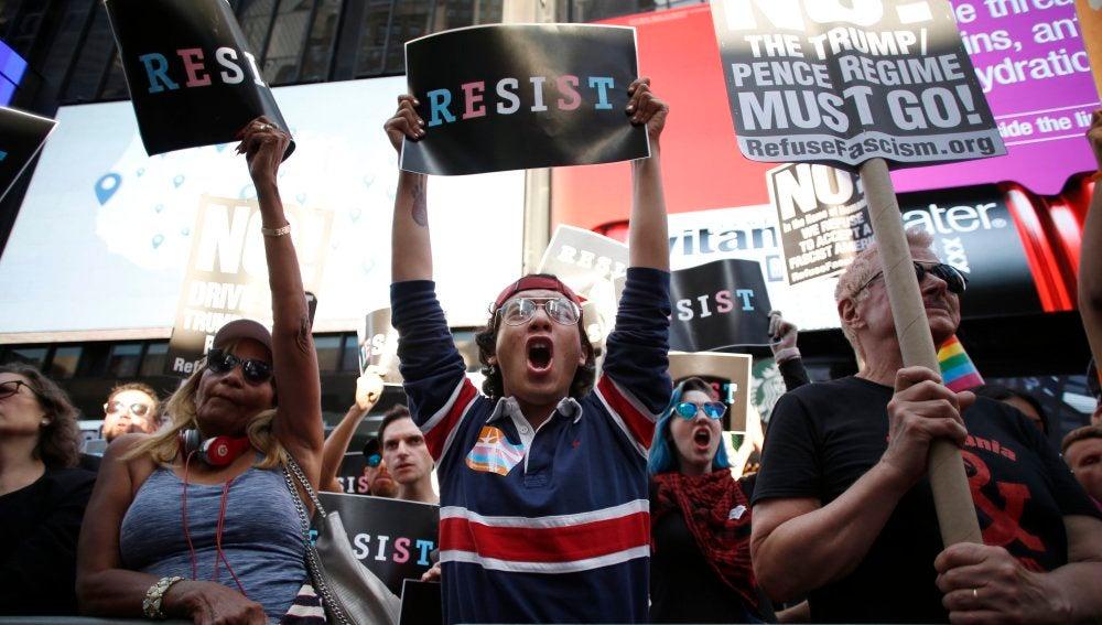 Protestas contra la decisión de Trump de prohibir que transexuales sirvan en las Fuerzas Armadas de EEUU