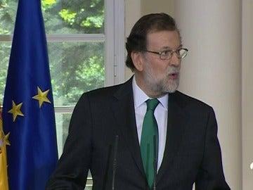 """Rajoy considera los datos del paro """"un estímulo y gasolina"""" para seguir avanzando"""