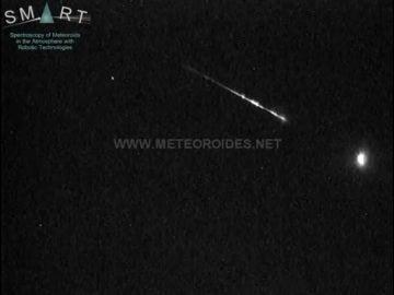 Captura del asteroide cruzando el cielo