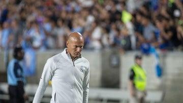 Zinedine Zidane, cabizbajo en el City - Real Madrid