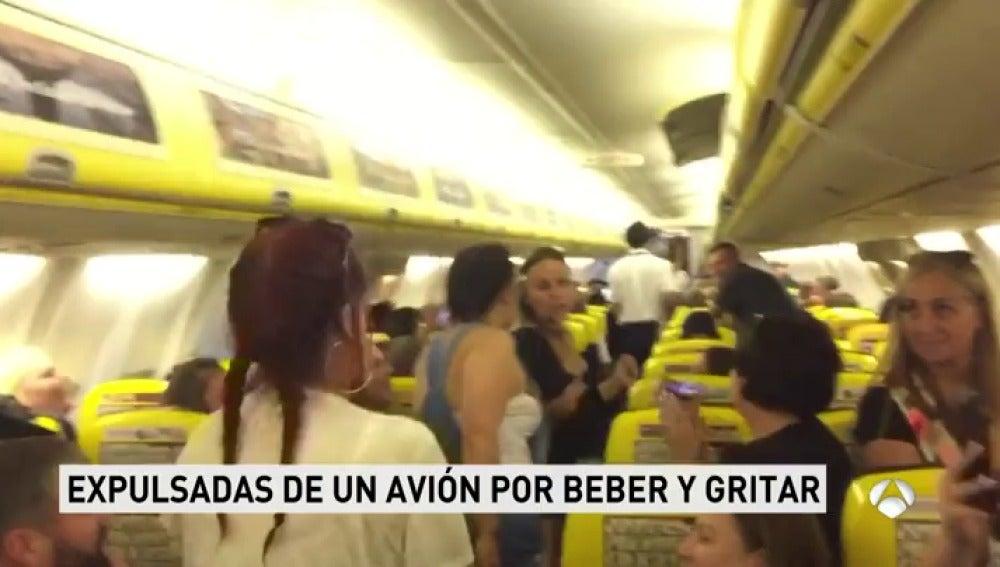 Un grupo de chicas procedente de Alicante es expulsado de un avión por beber alcohol y gritar