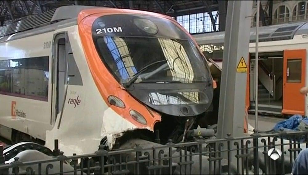 Decenas de heridos al chocar un tren contra el tope final de la vía en la estación de Francia de Barcelona