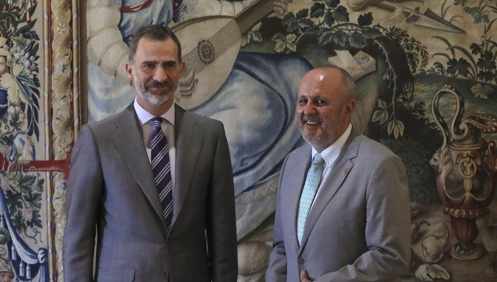 El rey Felipe VI junto al del Consell de Mallorca, Miquel Ensenyat Riutort