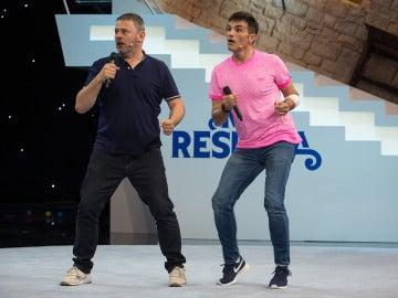 Miki Nadal y Luis Larrodera estrenan el karaoke más loco de 'Me Resbala'