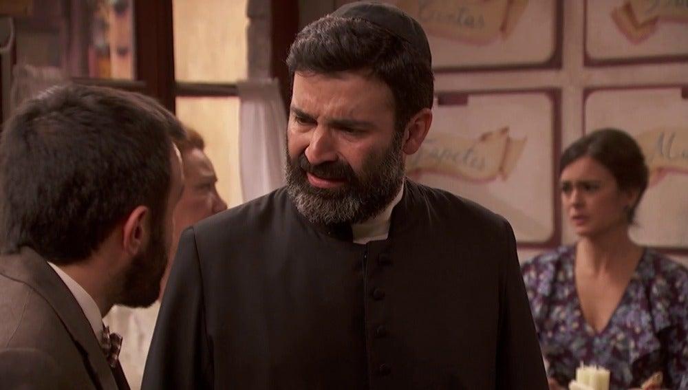 El Padre descubre el negocio del bidé de Onésimo